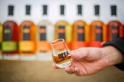 De vaste serie Beek: bitter van kruiden, rum, rooibos gin, vatgerijpte oude genever en korenwijn plus de Dutch Blend whisky